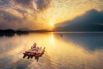 Sunset lake raft excursion, Amaya Lake, Dambulla, Sri Lanka