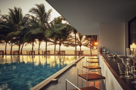 The Outrigger poolside bar at Jetwing Blue, Negombo, Sri Lanka