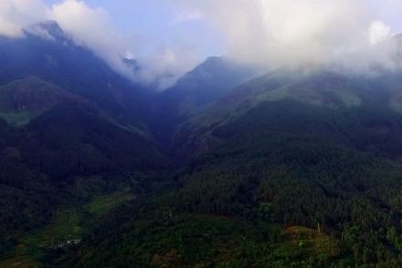 Magnificent view from The Glenrock, Belihuloya, Sri Lanka